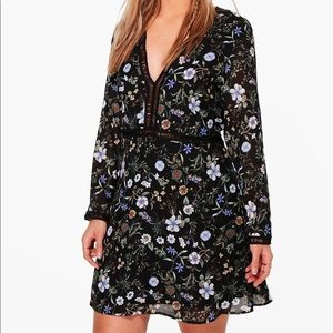 Boohoo Plus Hannah Floral Plunge Neck Shift Dress